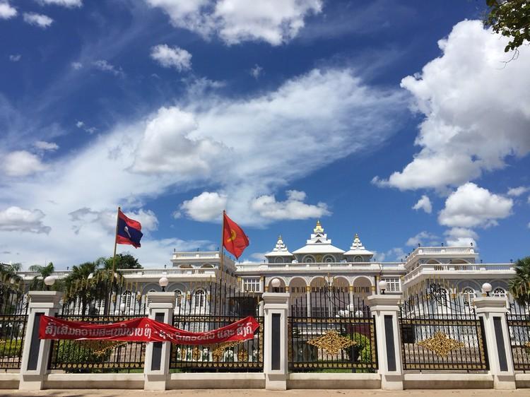 老挝总统府;褪色的法属殖民地光辉。