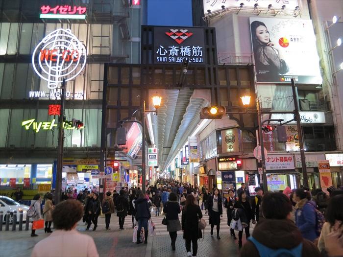 对于景点的选择,除了个人喜爱之外,国情、汇率等都该纳入考量因素之中。图为日本大阪心斋桥。