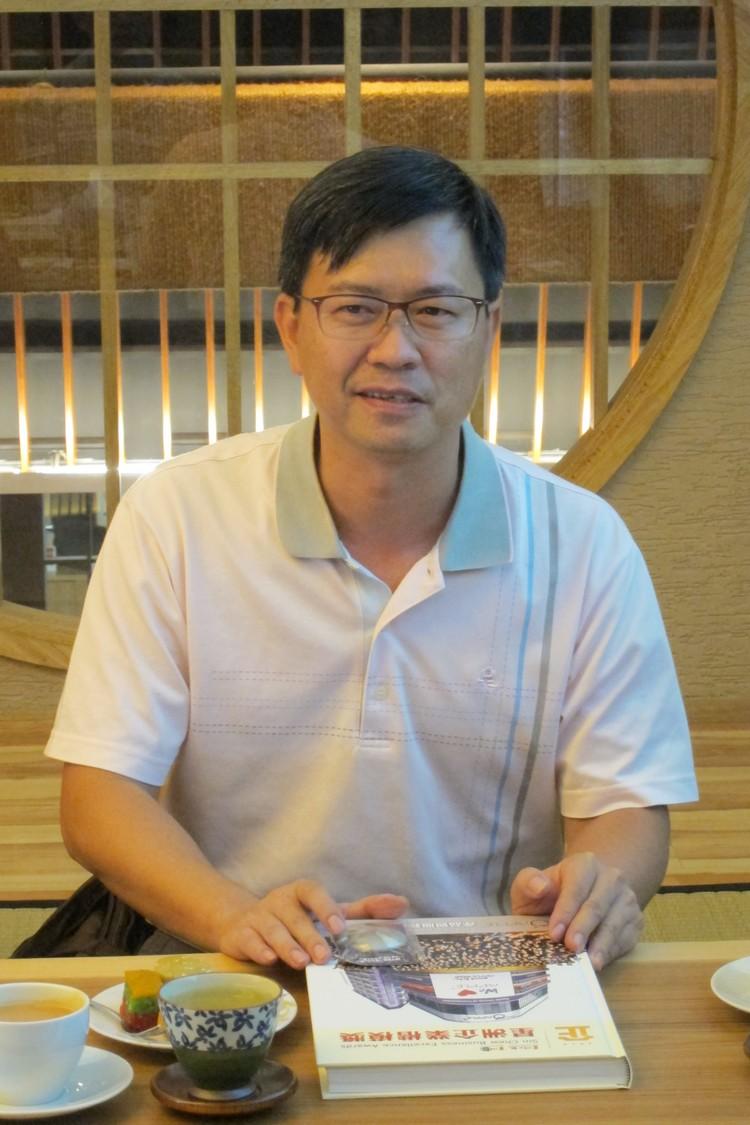 交流会开始,台湾休闲农业发展协会秘书长-游文宏博士介绍来自不同农场的各位代表,他表示对李桑与蘋果旅遊的管理态度深感钦佩,于此将蘋果旅遊成为这次的学习对象。