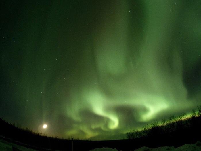 北极光在处于北极圈的国家内才能看到,非常值得一看!然而这些国家偏偏离我国甚远,与前往还是有一定的挑战性。