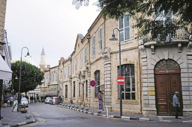 由于在历史上曾经被多个强国统治,各种建筑呈现出不同的风格。