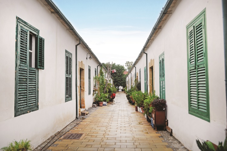 Samanbahce Area的环境非常幽静,房子很有特色。