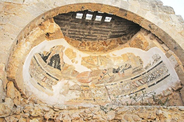 以马赛克支撑的壁画,经历数千年,显然还能模糊地看出壁画的原型,是古代神话里的故事。