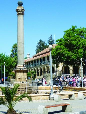威尼斯纪念柱位于老城区的中心,平日也非常热闹。