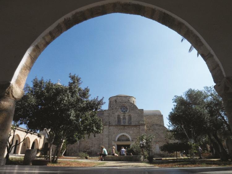 圣巴纳巴斯修道院,如今已经被改建成为一座考古博物馆。