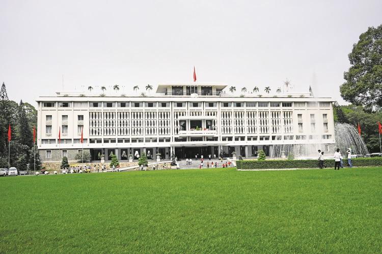 统一宫是胡志明最大规模的建筑群,这里每天人潮络绎不绝。