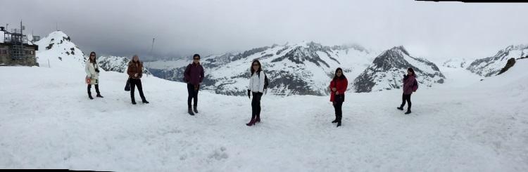 冬天尾声让我们能够独霸阿莱奇冰川的浩瀚山脉。