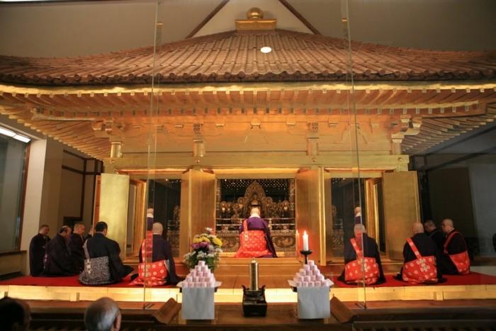 金色堂,是中尊寺创建之后保留最初原有样貌的建筑。