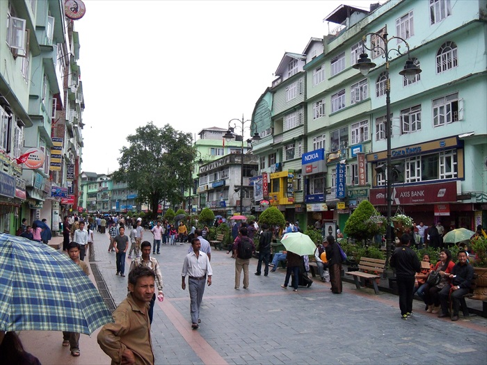 街道是主要的商业中心。