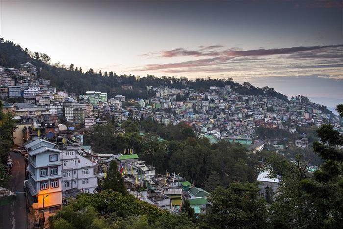 美丽的山城随着太阳升起,拉开一天的序幕。