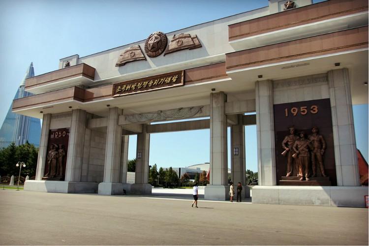 jiefang mounment