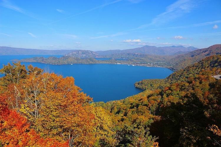 片片红叶红叶为十和田湖染上别样风采,美不胜收!