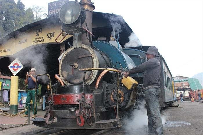 古老的蒸气火车头是1889年到1925年间,英国Sharp, Stewart和North British机厂,还有美国Baldwin机厂生产的。