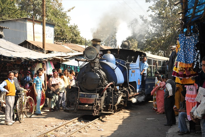 这铁路被誉为交通运输系统的革新,也是推动多文化地区社会经济发展的典范。
