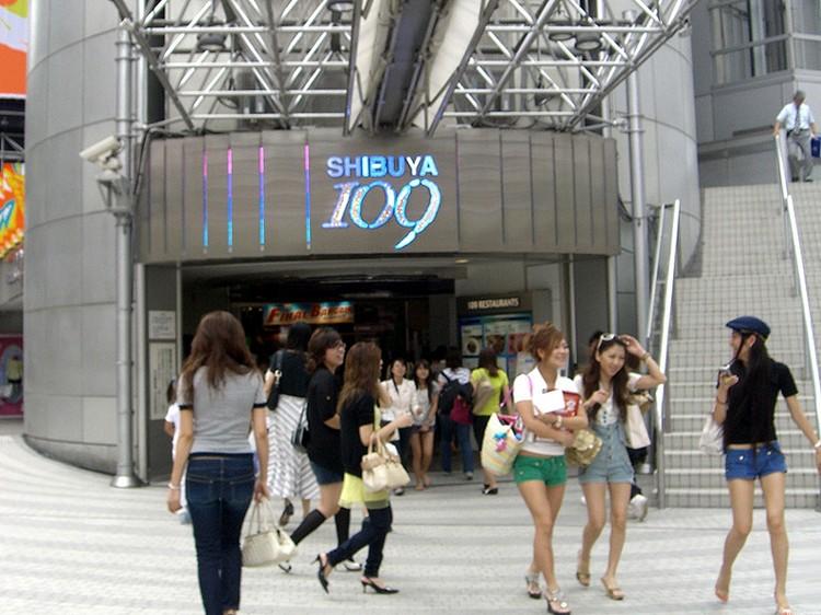 涉谷109大楼,是年轻美眉们的购物天堂哦!