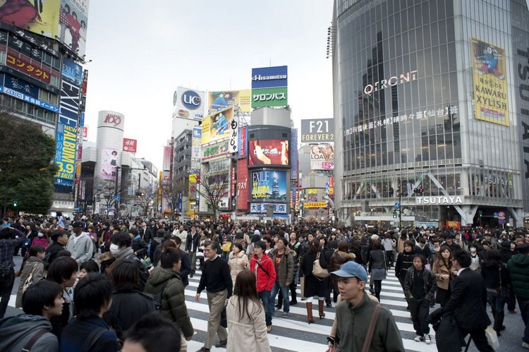 people on a busy crossroads in shibuya, tokyo, japan - not model released