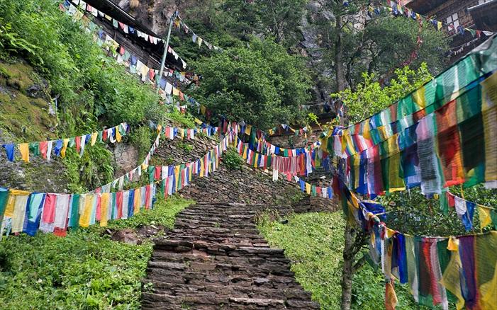 很多人说,不丹之美在于独特的人文与文化。