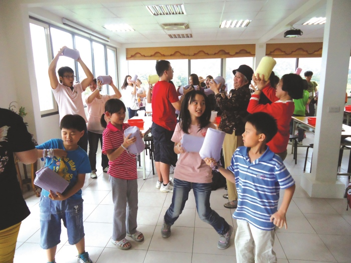茶园的重点活动之一—绿茶手工DIY冰淇淋是适合一家大小的趣味活动,也让小朋友从中学习。