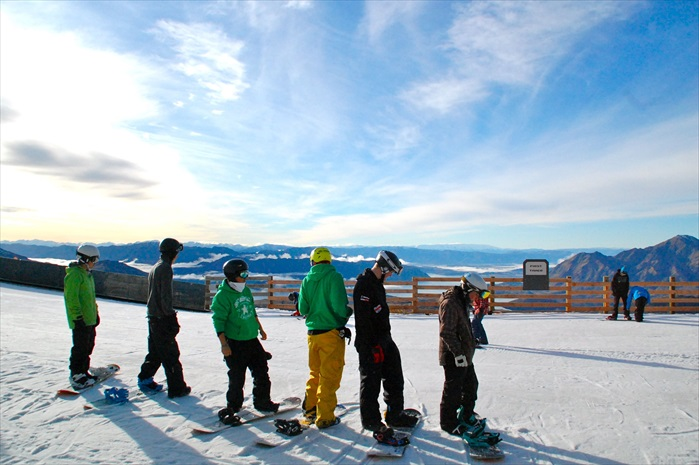 滑雪板对很多年轻人来说是超酷的。