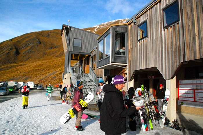Treble Cone滑雪场租借装备的柜台。