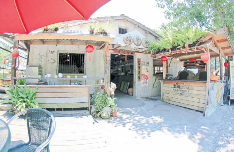 猪龙寨‧经主人程清波规划变成具特色小店,散发出浓浓的文艺风,让人忘了它的前身是废弃猪舍。