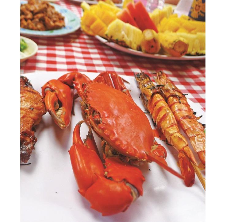 回航后最让人期待的就是包足一餐,不采用任何调味料烹煮的蟹,全天然的风味只能用一个字来形容:鲜!