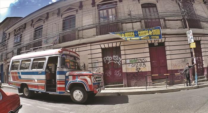 拉巴斯的市区街景,混杂了玻利维亚最市井的一面。