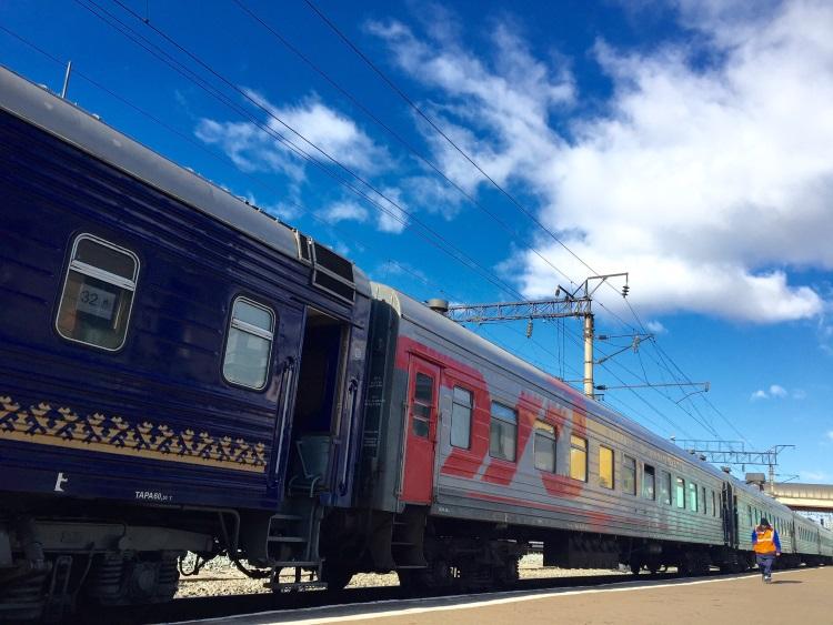 """泛西伯利亚铁路;9288公里世界最长!自1904年开始马不停蹄奔跑;的确""""路遥知马力!"""""""