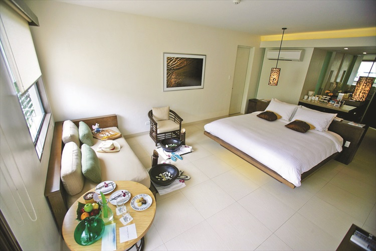 酒店房间明亮宽敞,设计简单大方。