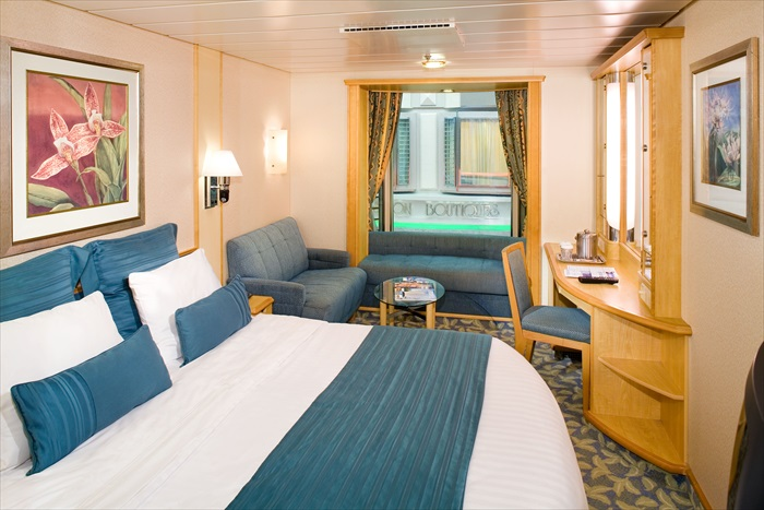 """""""海洋水手号""""每间舱房都是依据入住的用量而设计,鼓励游客把所有衣服、护肤、保养品等都摆放在衣橱及梳妆台上,让游客有宾至如归的感觉。"""