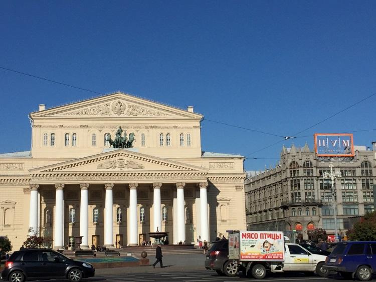 莫斯科国家歌剧院四周;市政府只用了五年就把市容整理的井井有条。