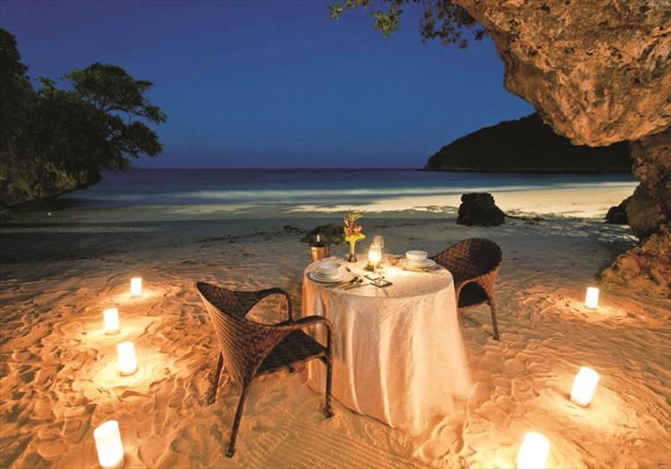 长滩独家可为主课提供特别浪漫烛光晚餐。