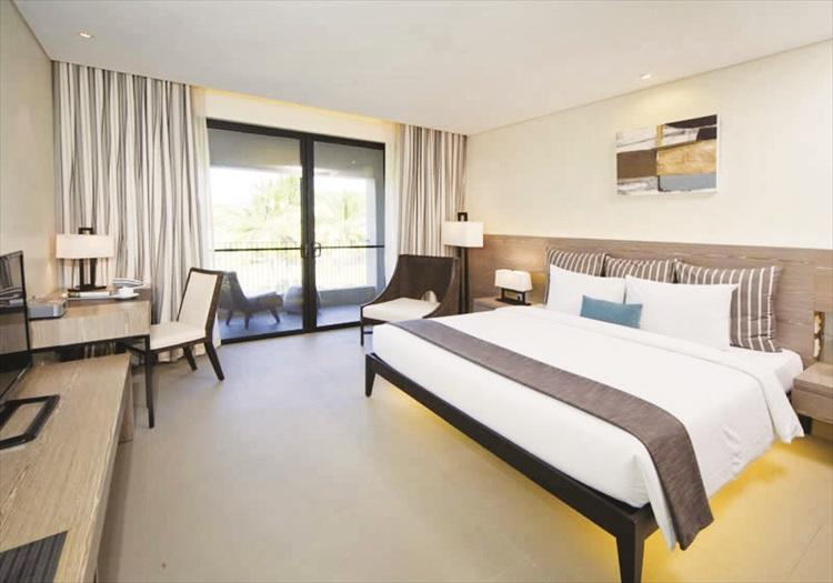 柔软舒适床组,宽敞的客房,明亮的色调,高雅的家具摆设,营造温暖空间,让疲累的旅人享有片刻的宁静。