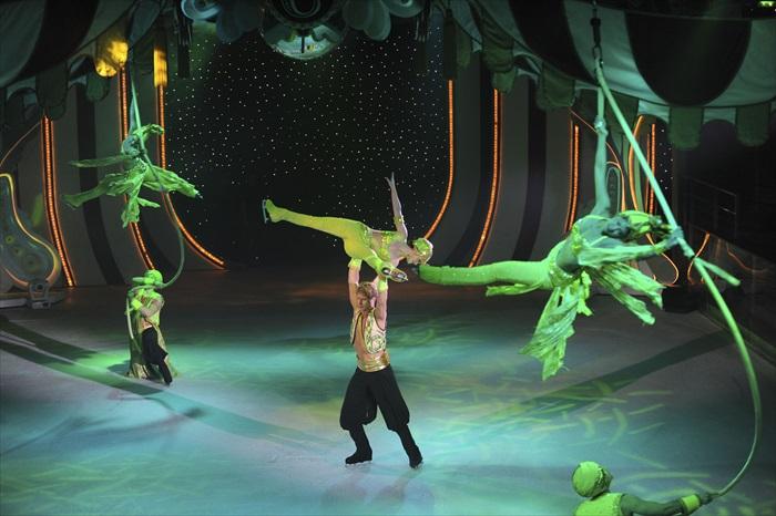 5. Studio B真溜冰场,全天候保持在零下10摄氏度。夜晚,世界级的冰上秀表演团队为前来观赏的旅客们呈现一场场精彩绝伦的冰上芭蕾秀。在洁白的冰面上,舞者们犹如穿越时空的精灵,与梦幻的音效灯光结合,上演动人绮丽的冰上秀!