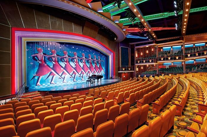 6. 富丽堂皇挑高三层楼的萨沃伊豪华大剧院(Savoy Theatre),每晚都为前来观赏演出的游客呈现世界级的娱乐表演,舞台音乐剧、魔术、杂技表演等轮流上演。