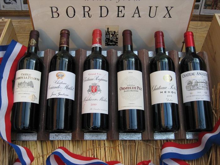 波尔多是法国著名的葡萄酒之都,有机会到访不妨来一瓶试试。