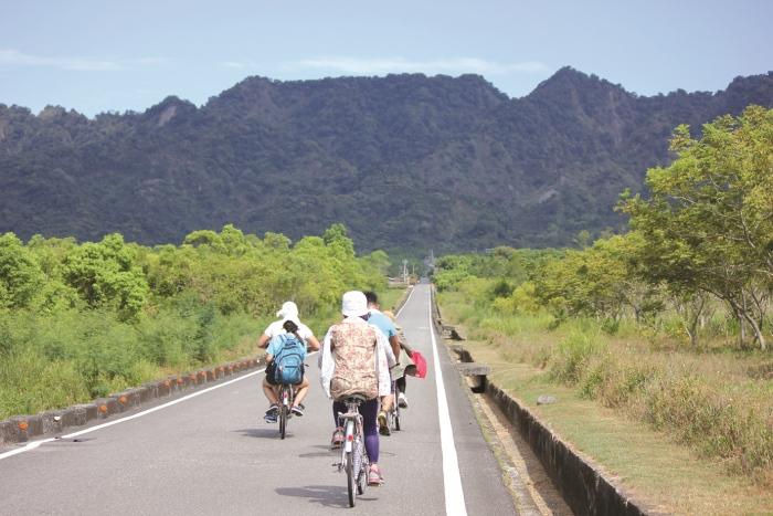 这条笔直的大道结合纵谷的美景让人留下深刻的印象,骑着脚踏车贯穿整条大道真让人感觉神清气爽。