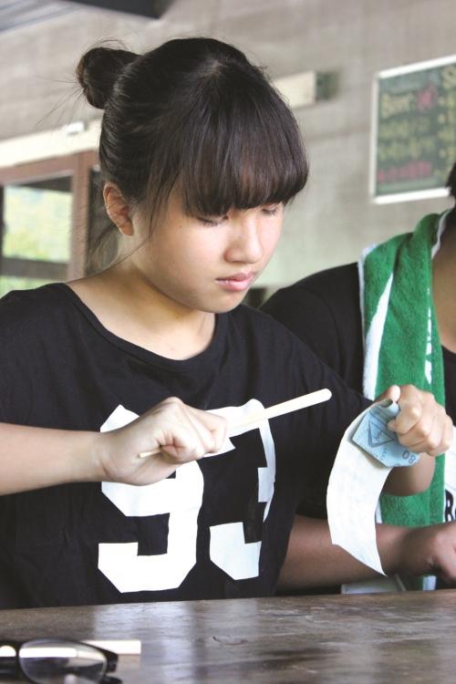 现场还备有筷子雕刻DIY节目。