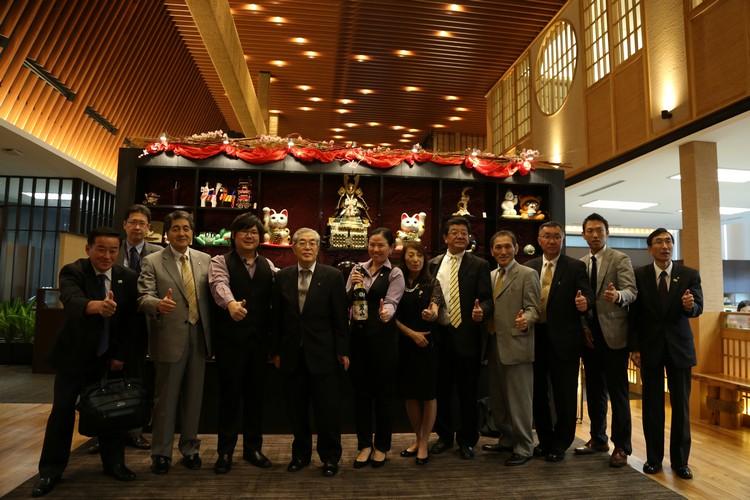 由蘋果亚洲执行董事-邓丽君(右七),及蘋果日本部经理-池志强(左四)负责接待远道而来的贵宾们。