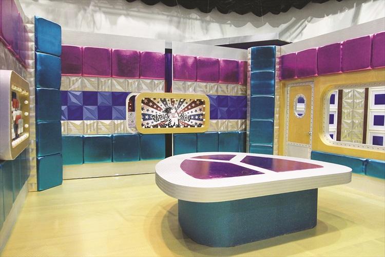 电视节目录制的背景。