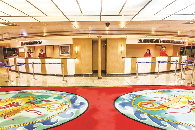 宝瓶星号的中央大堂分为主要大厅、接待处及咨询柜台。
