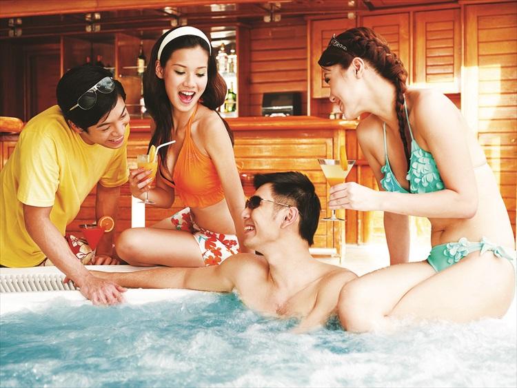 按摩池温润的水流环绕在你周围,犹如一个真正的按摩师,令你感受身心松弛。