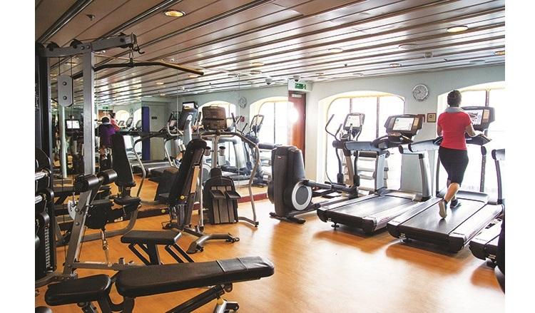 健身房有一系列健身设备供你使用。