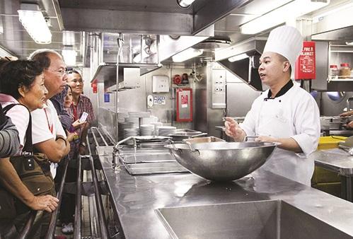 厨师们都很乐意和你分享厨房的运作。