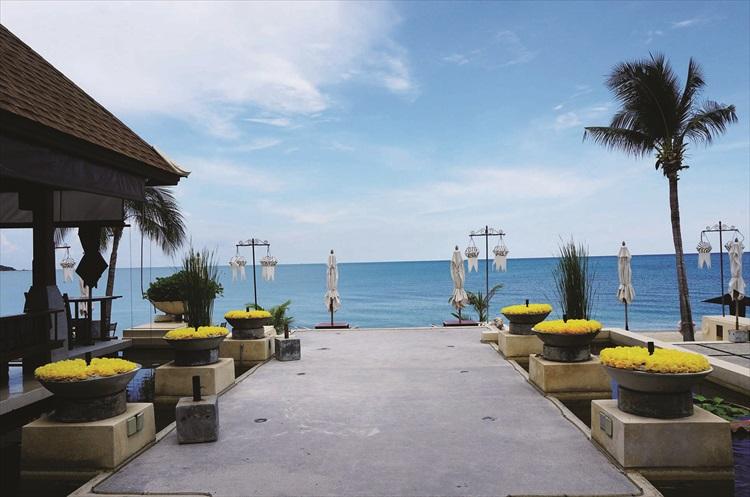 完全开放式的餐厅,让你用餐时可以享受到海风。