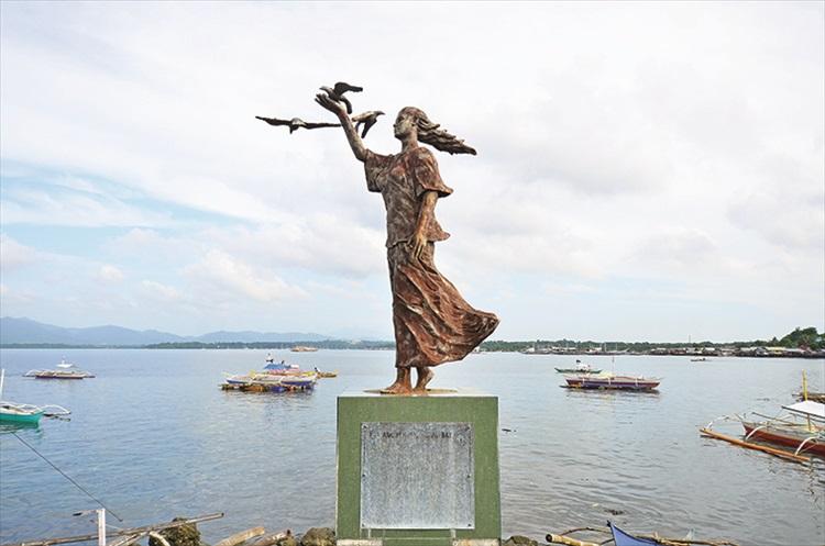 这就是位于滨海大道的传说中美丽的公主塑像。