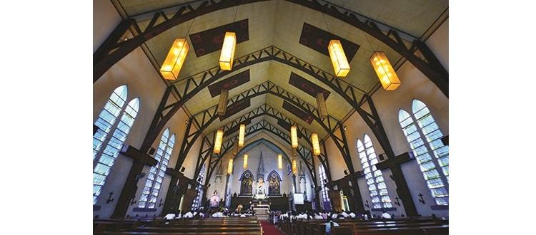 蓝色大教堂里的建设非常壮观华丽。