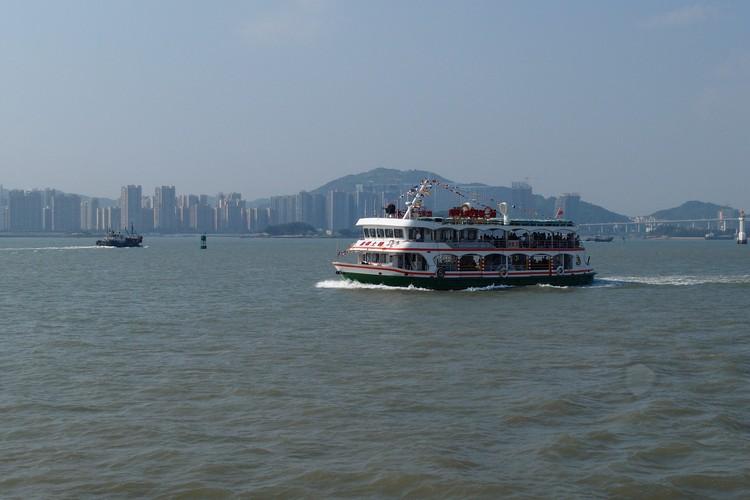 厦门岛距离鼓浪屿只需乘搭20分钟的渡轮就可到达。