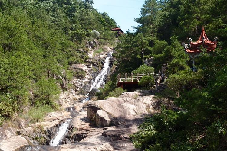 十二龙潭瀑布,为北辰山景区主要特色之一。