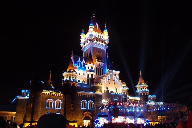 今年的中秋旅游嘉年华在厦门方特梦幻王国盛大举行,有幸与其他国内外的朋友一同参与此盛宴!